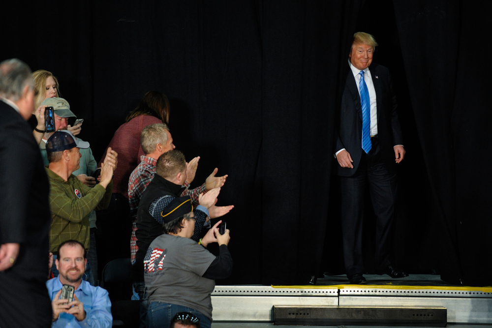 U.S. Republican presidential candidate Donald Trump takes the stage at a campaign stop in Spencer, Iowa December 5, 2015. REUTERS/Mark Kauzlarich
