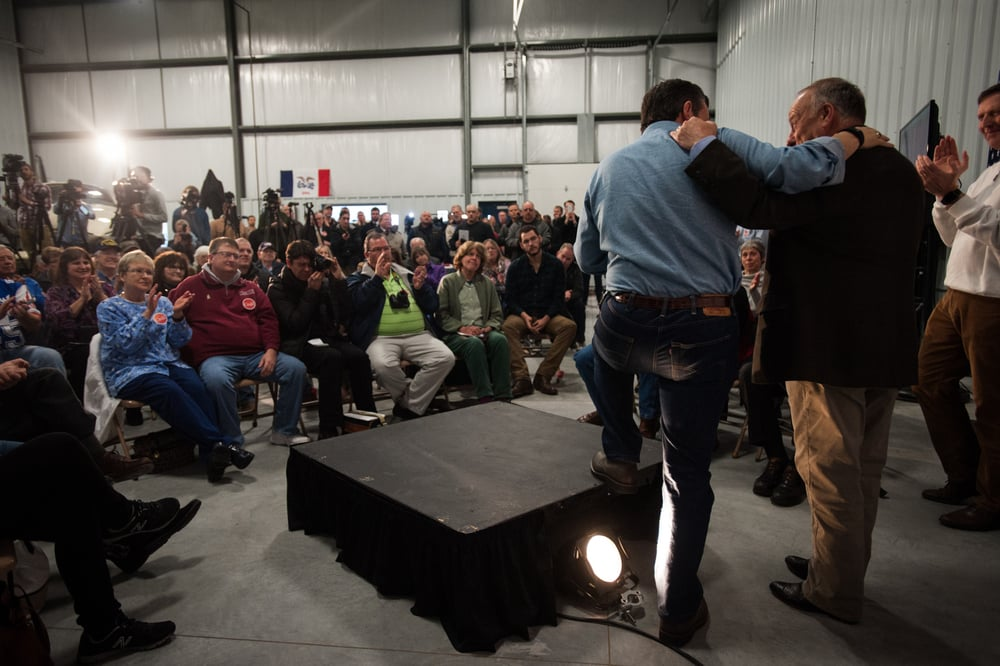 U.S. Republican presidential candidate Ted Cruz (L) hugs Rep. Steve King (R-IA) speaks at the Webster City Municipal Airport in in Webster City, Iowa January 7, 2016. REUTERS/Mark Kauzlarich