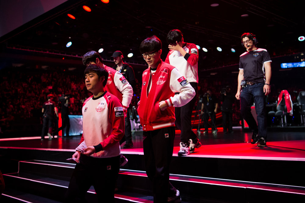 SK Telecom T1 players leave the stage after losing a game to ROX Tigers, putting the series at 1-1.