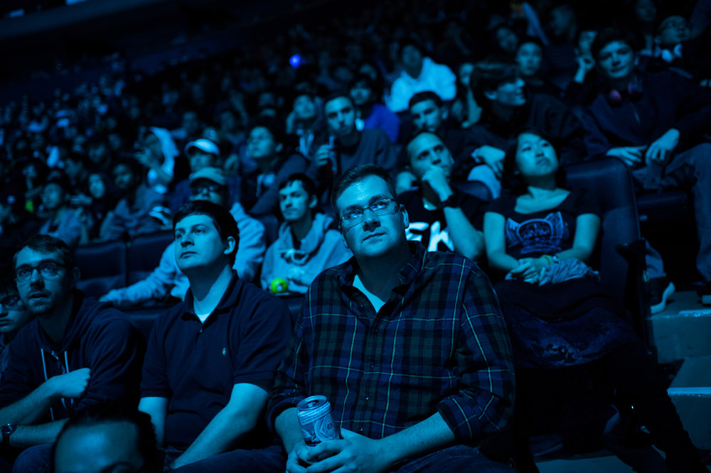 A fan looks on with disappointment as it becomes increasingly clear that Samsung Galaxy will take a clean sweep in their match against the last non-Korean team H2k-Gaming.