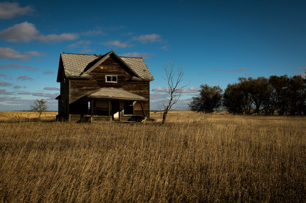 An abandoned prairie home north of Hettinger, ND.