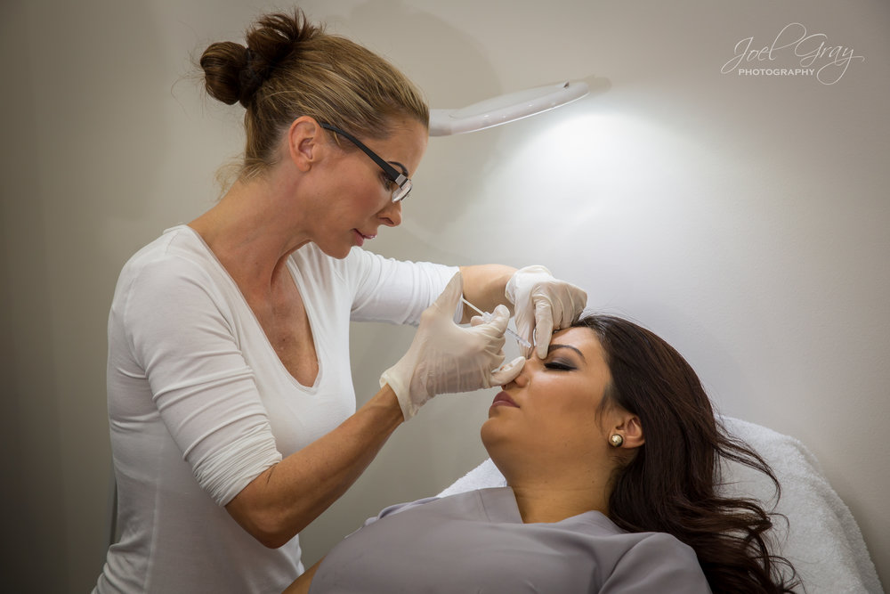 beautician-action-shot-photographer-sydney-1800829994.jpg