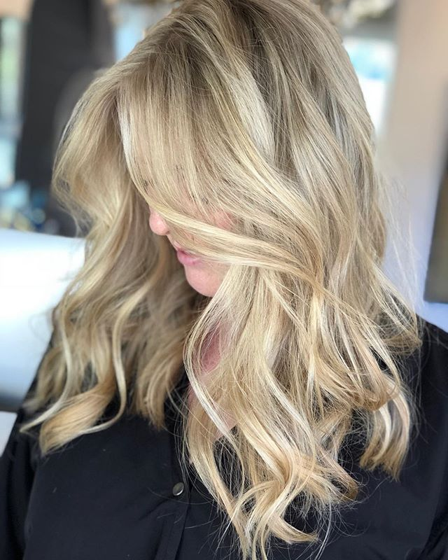 Hey blondie 💁🏼♀️ #blondehair