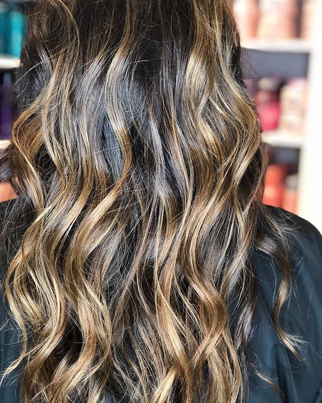 Caramel balayage never looked so good! 🤩