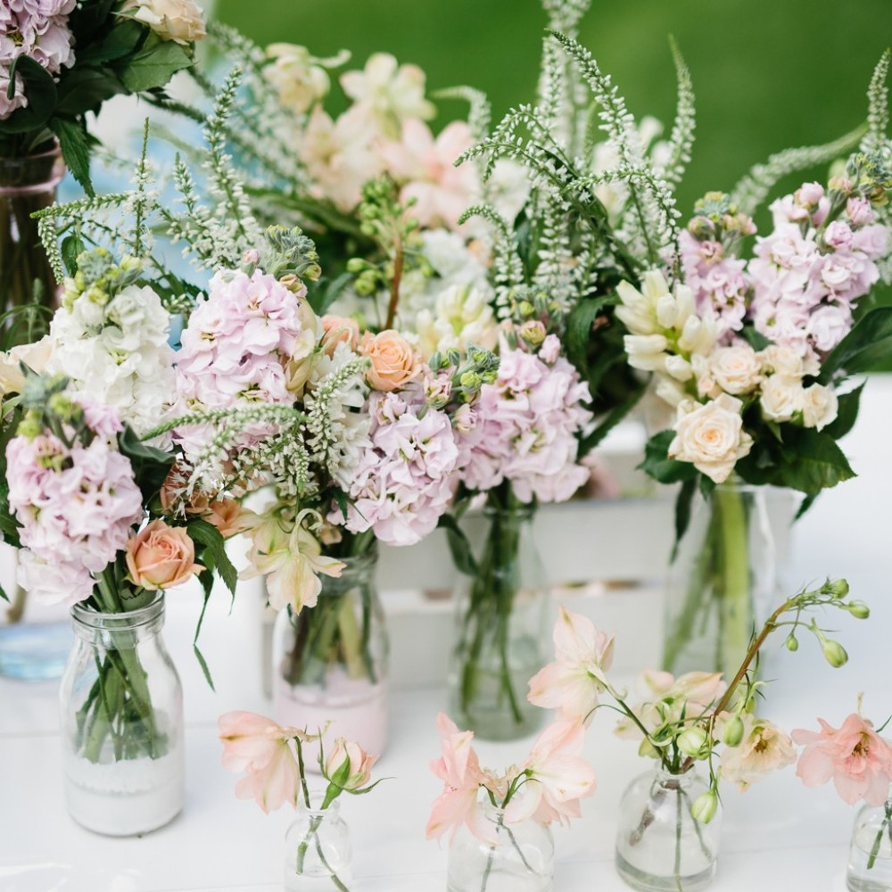 Soft, textured, pastel blooms for the Sipahh Low Sugar Party styled by the fabulous LENZO team. Check out the full edit on their website! x