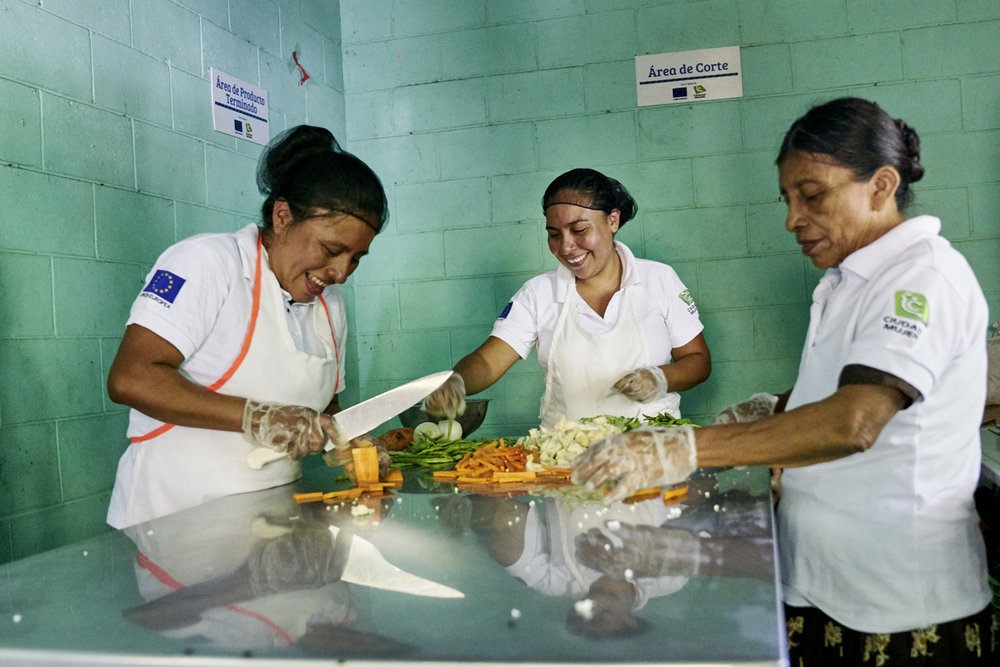 Inequalities_El_Salvador_Cooking-Business-Women_20160723_El_Salvador_DSC09210.jpg