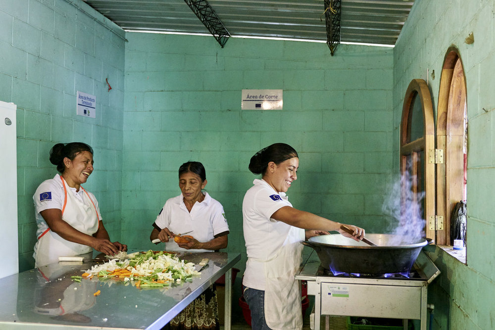 Inequalities_El_Salvador_Cooking-Business-Women_20160723_El_Salvador_DSC09404.jpg