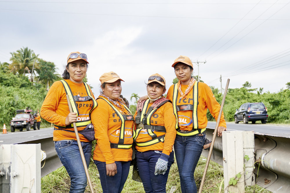 Inequalities_El_Salvador_Road-maintenance-women_20160723_El_Salvador_DSC01089.jpg