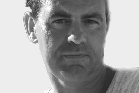 SÖNKE CHRISTIAN HERM Lichtdesign Sönke Christian Herm hat sein Diplom als Bühnentänzer an der Rotterdamse Dansacademie / Codarts erworben. Heute arbeitet er als freier Tanzpädagoge und unterstützt die Sticky Trace Company in seiner Tätigkeit als Lichtdesigner bei ihren Performances und Shows.