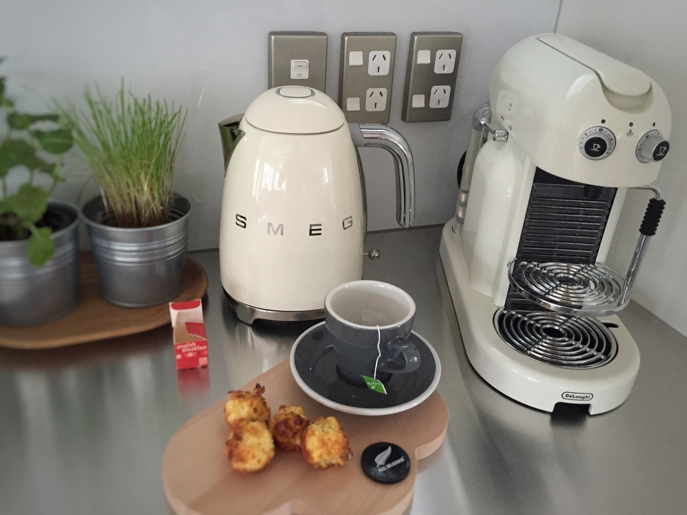 One of the highlights for Debs was getting her hands on the new Smeg kettle - not available in NZ yet - and how GORGEOUS has she styled it in her kitchen this morning!! Perfection xo