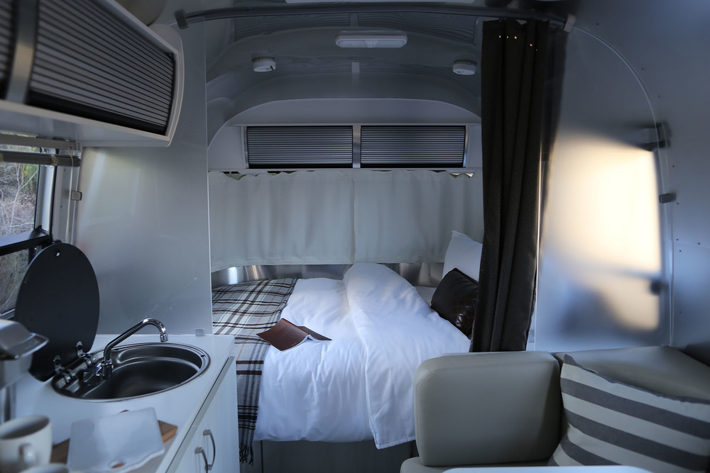 airstream-rental-bambi-sport-22ft-interior-1.JPG