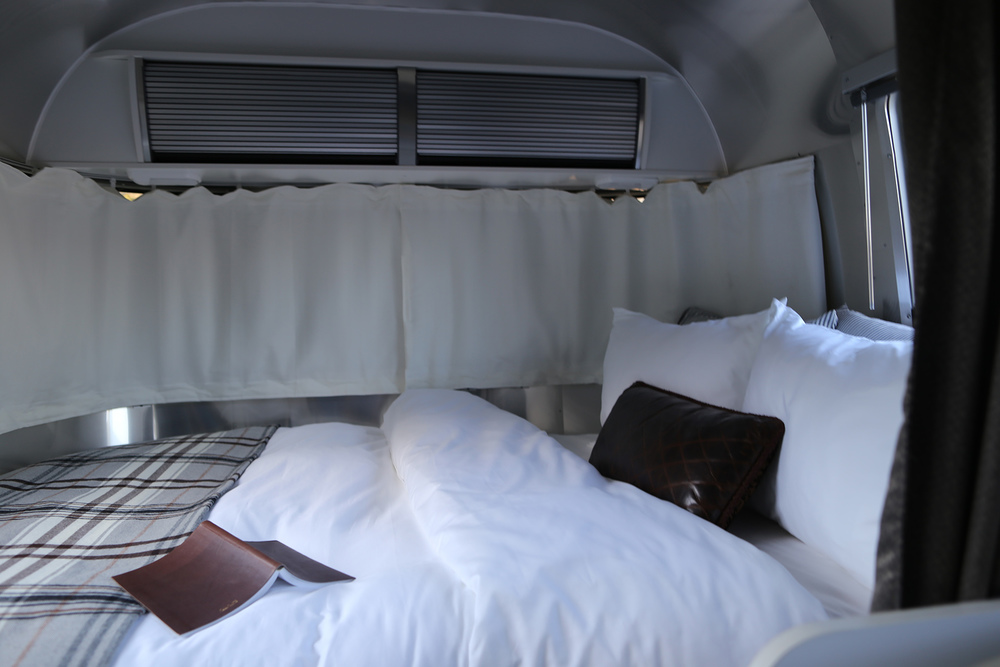 airstream-rental-bambi-sport-22ft-bed.JPG