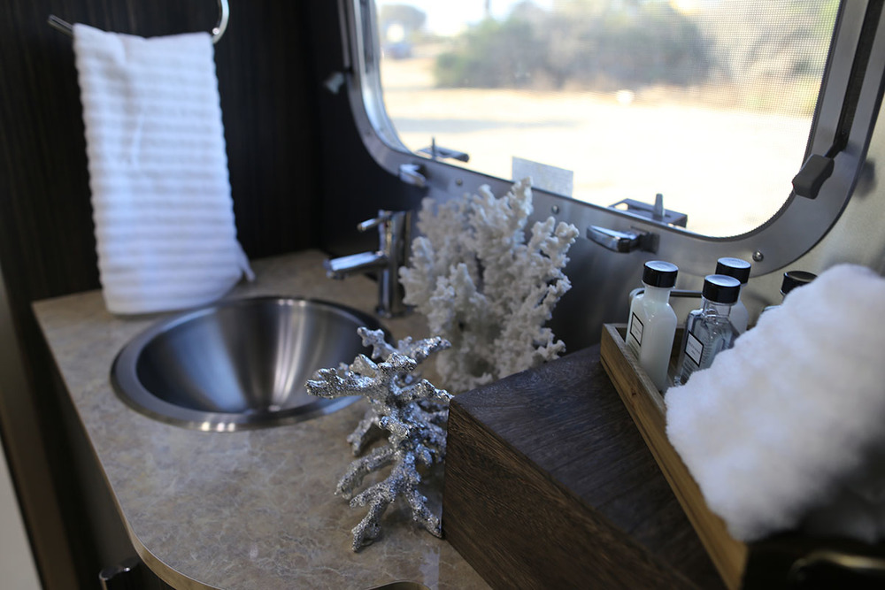 airstream-rental-international-signature-23ft-bath-1.jpg