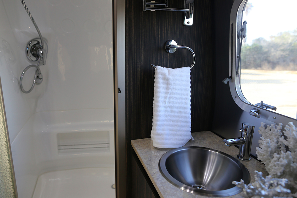 airstream-rental-international-signature-23ft-bath-3.jpg