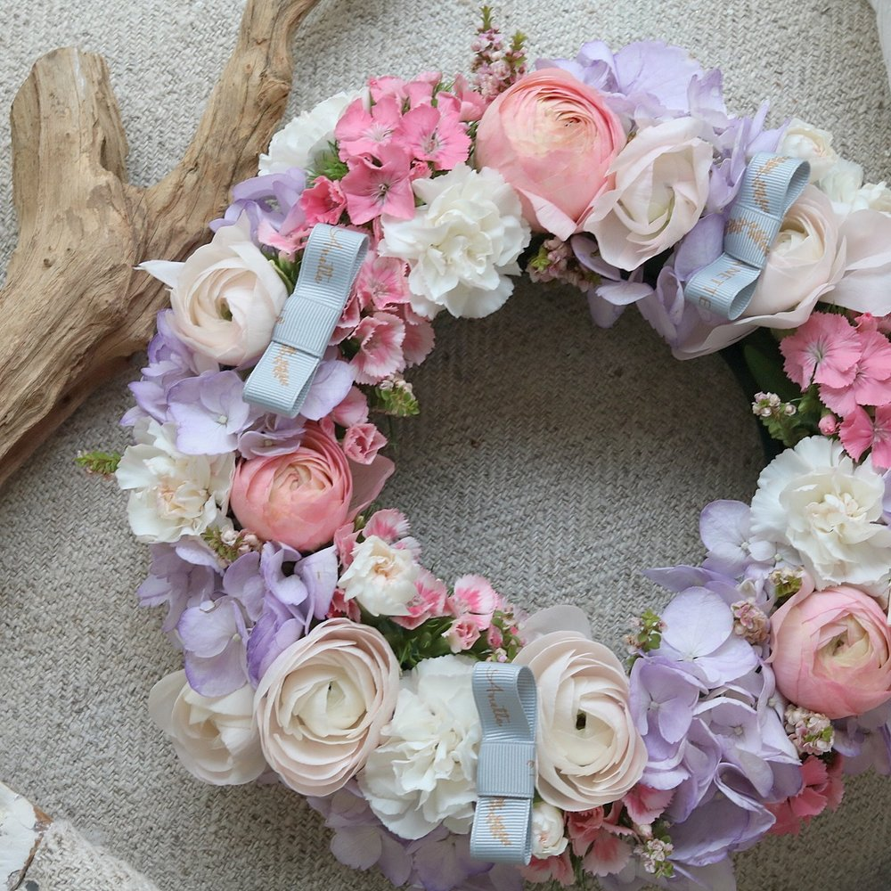 above image : flower wreath from becoming florist