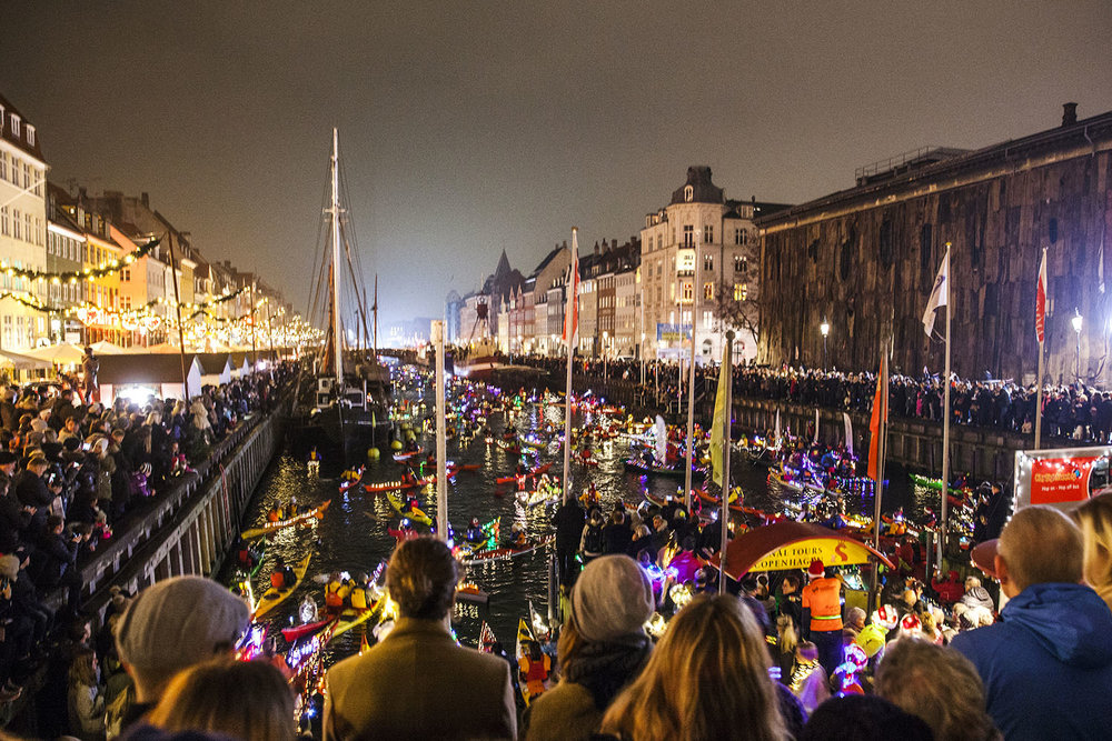 Kayak parade to celebrate St. Lucia's Day at Nyhavn 2016