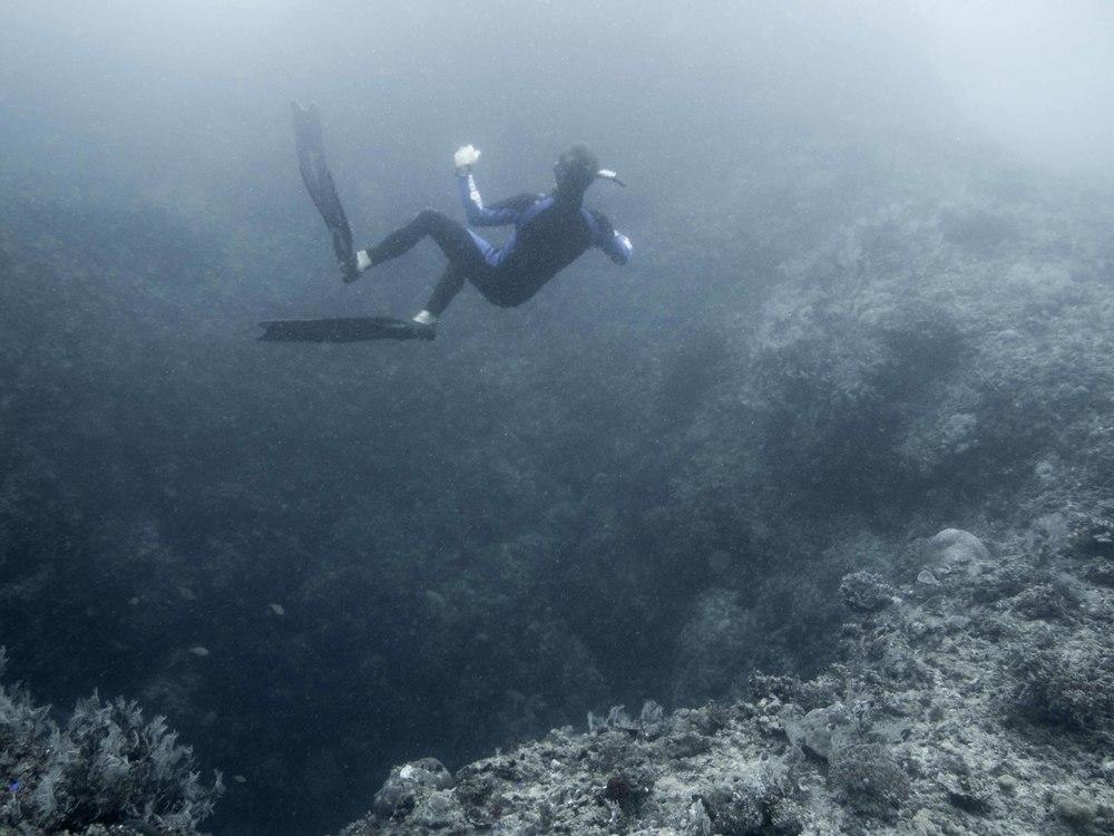 freediver falls into the blue hole on Tablas Island