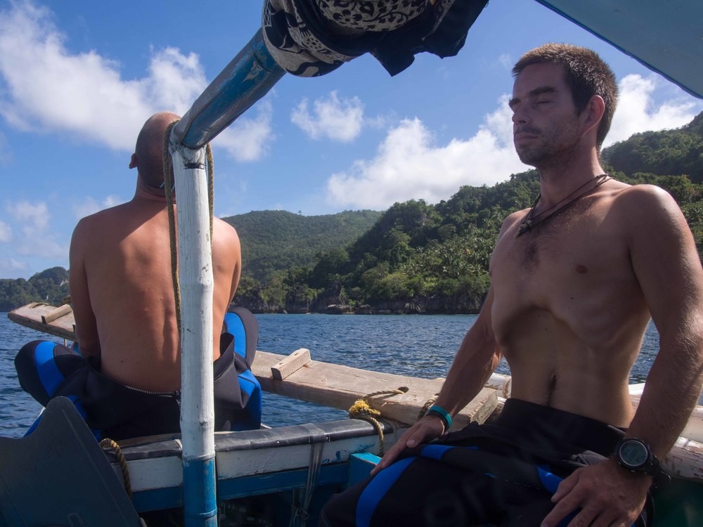 Wil and Jan preparing for a freediving session