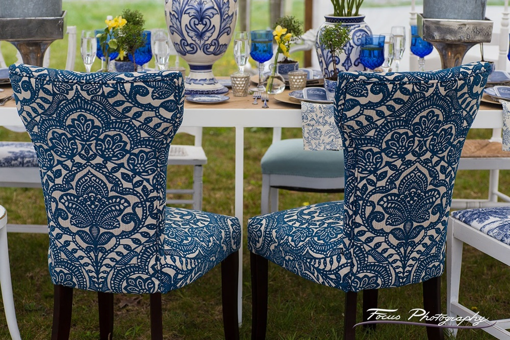 Blue Willow Wedding — Table setting