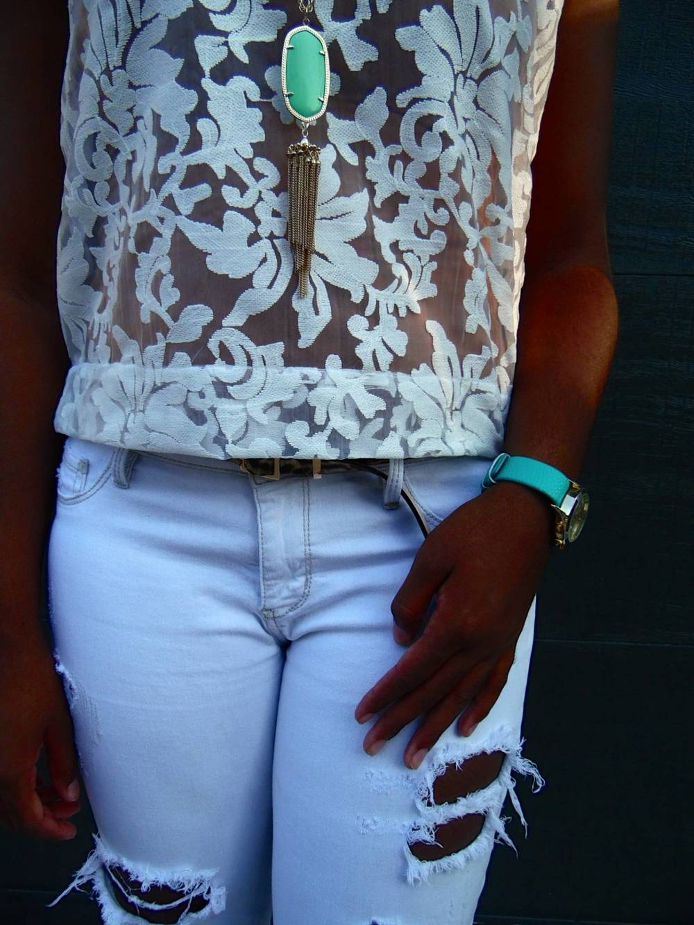 jasmine diane- how to style white pants