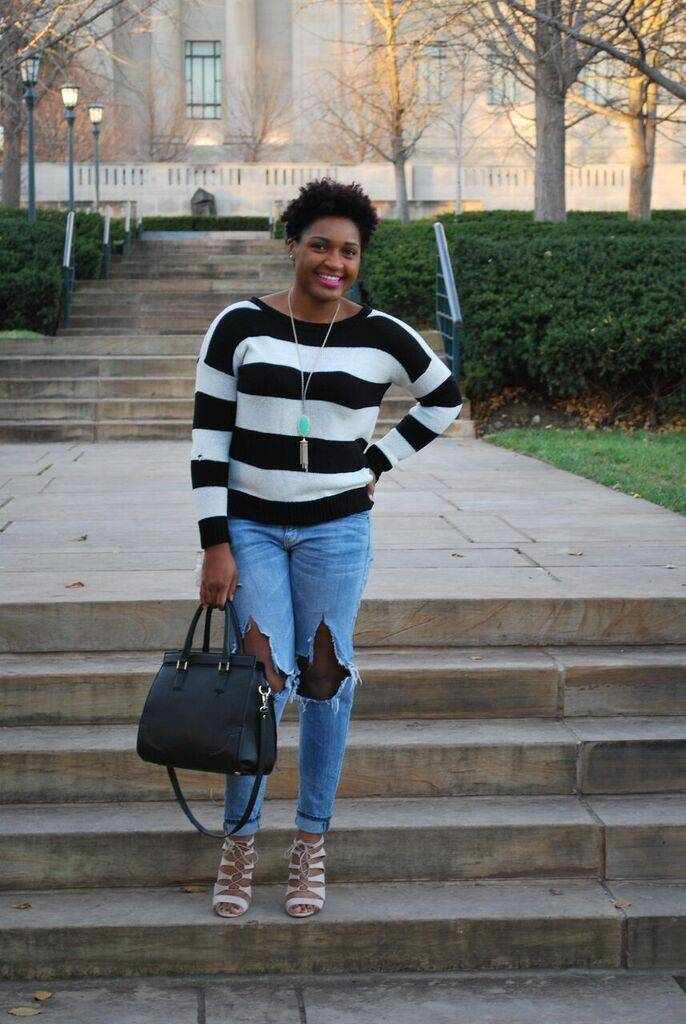 Fashion blogger wearing skinny jeans, stripy heels, and a stripes sweater with pink lipstick.