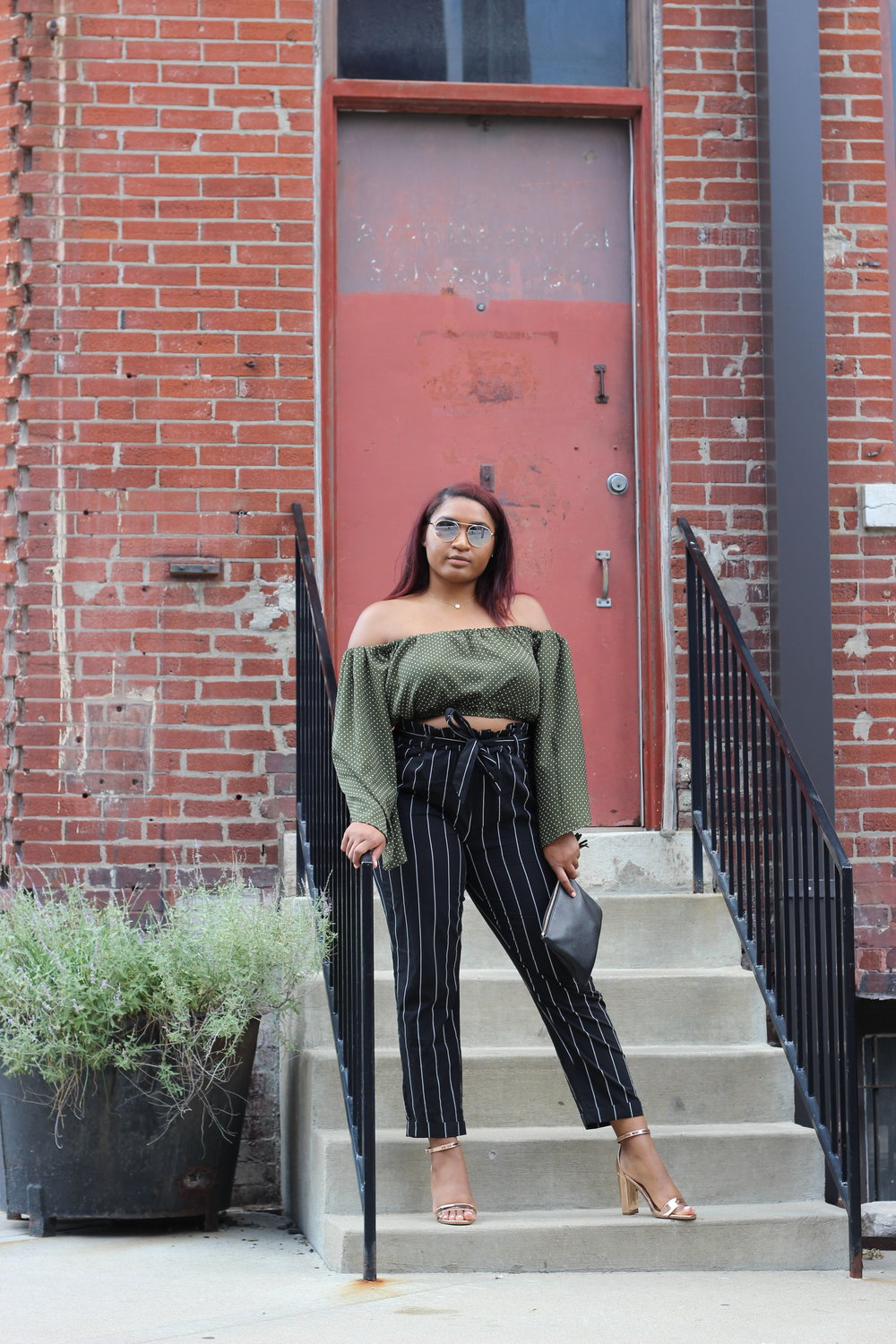 how to wear a green cropped top in the fall