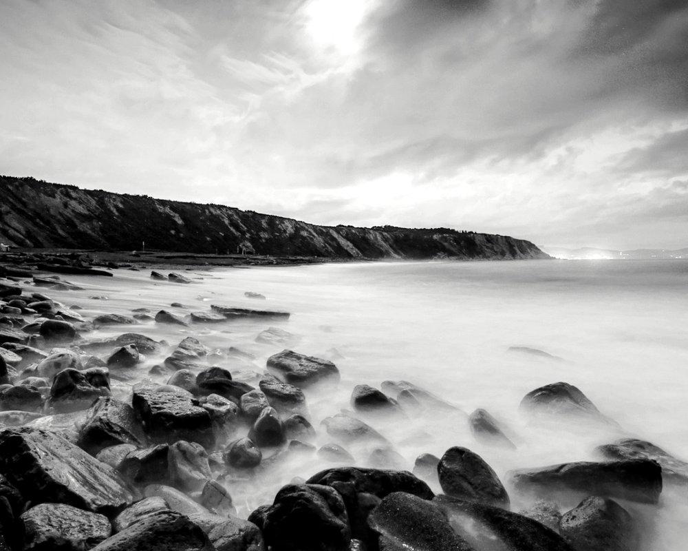 ws_Foggy_Blue_Ocean_Rocks_Sky_1280x1024_B&W.jpg