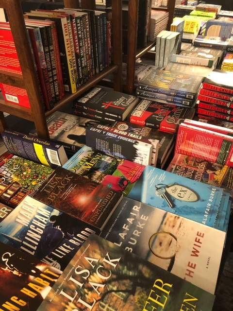 Bouchercon Book Room2.jpg
