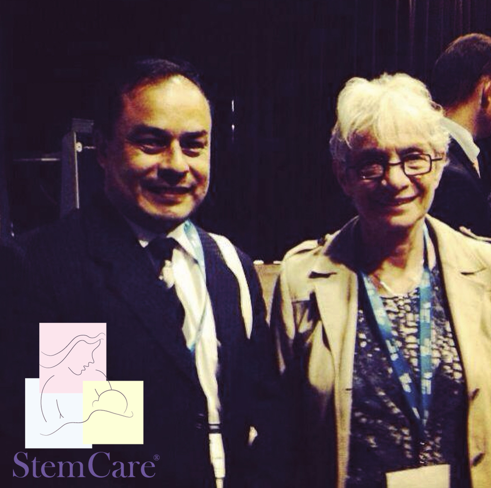 Fotografía. Dr. Byron Calgua Guerra - Director Médico Stem Care y  Dra. Eliane Gluckman, M.D., Ph.D. Congreso ISCT abril 2014 - París, Francia.