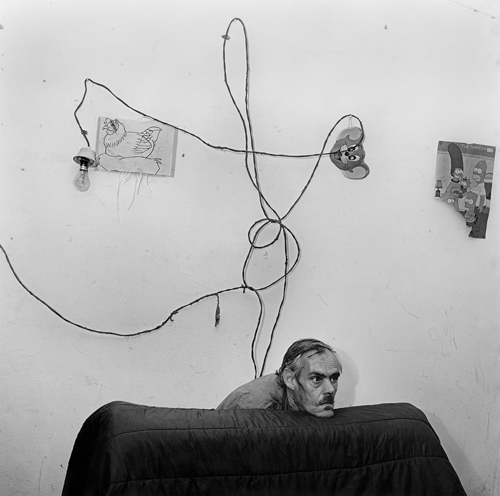 Roger Ballen Head below wires, 1999