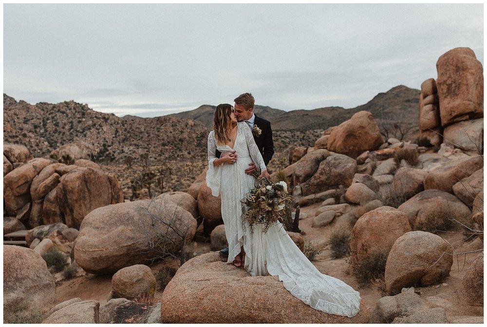romantic_elopement_joshua_tree_adventurous_wedding_photographer_romantic_intimate_wedding_0009.jpg
