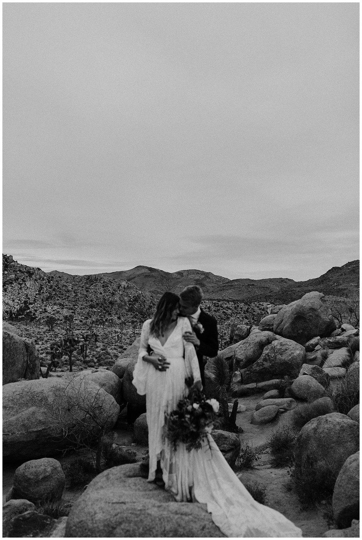 romantic_elopement_joshua_tree_adventurous_wedding_photographer_romantic_intimate_wedding_0015.jpg