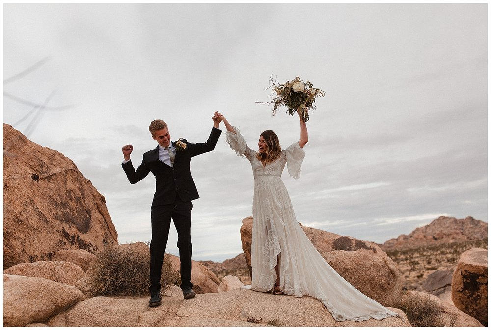 romantic_elopement_joshua_tree_adventurous_wedding_photographer_romantic_intimate_wedding_0017.jpg