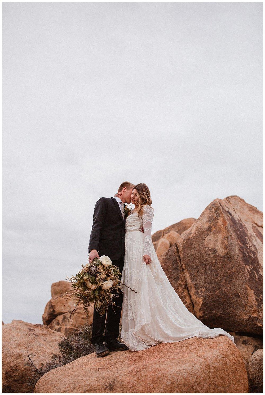 romantic_elopement_joshua_tree_adventurous_wedding_photographer_romantic_intimate_wedding_0020.jpg
