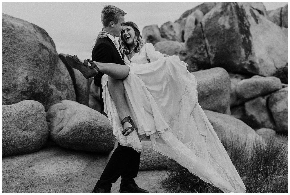 romantic_elopement_joshua_tree_adventurous_wedding_photographer_romantic_intimate_wedding_0024.jpg