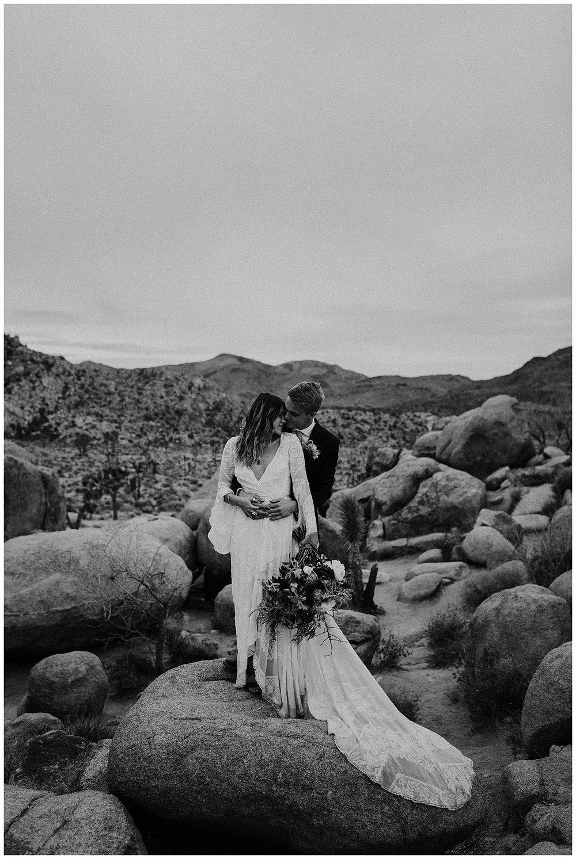 romantic_elopement_joshua_tree_adventurous_wedding_photographer_romantic_intimate_wedding_0030.jpg