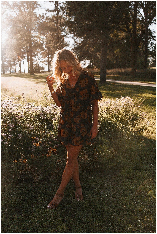 beautiful_senior_portraits_lincoln_nebraska_photographer_sunset_inspiration_outfits_haleychicoine_0020.jpg