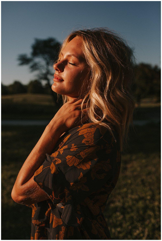 beautiful_senior_portraits_lincoln_nebraska_photographer_sunset_inspiration_outfits_haleychicoine_0022.jpg