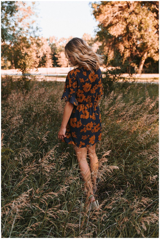 beautiful_senior_portraits_lincoln_nebraska_photographer_sunset_inspiration_outfits_haleychicoine_0029.jpg