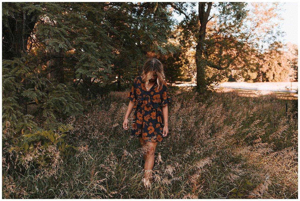beautiful_senior_portraits_lincoln_nebraska_photographer_sunset_inspiration_outfits_haleychicoine_0030.jpg