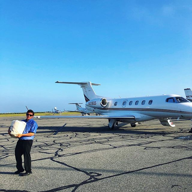 Everybody @flylouieco. They carry the shopping bags 🛍💪🏼✈️ . . #upupandaway #perfecttrip #flylouie #generalaviation #politepilots #islandlife #nantucketbydesign #home #ack #wheelsup