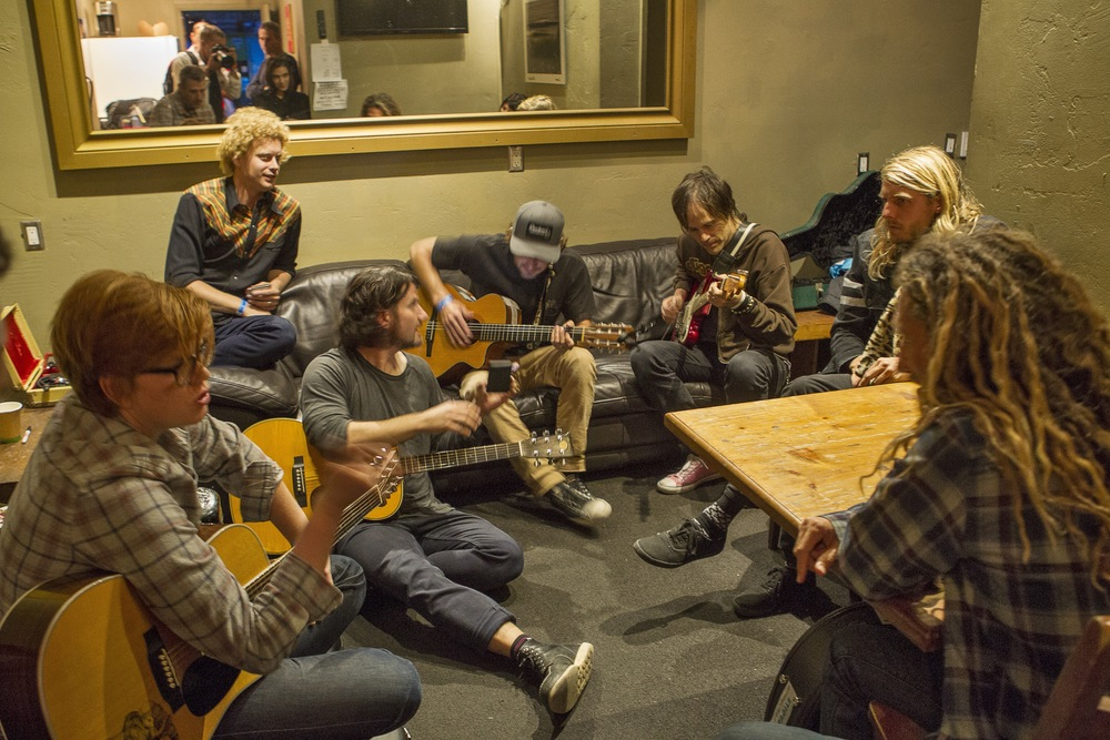 Backstage jam session. (Photo: JP Van Swae)
