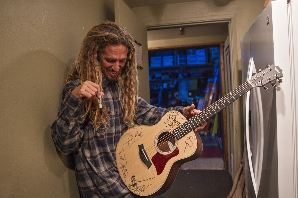 Rob signs a Taylor acoustic guitar that was later auctioned off by Chris Cote. (Photo: JP Van Swae)