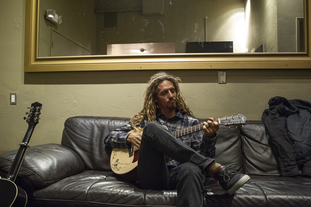 Rob Machado strumming between acts. (Photo: JP Van Swae)