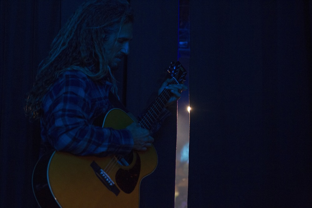 Rob Machado getting ready to join his friends on stage. (Photo: JP Van Swae)