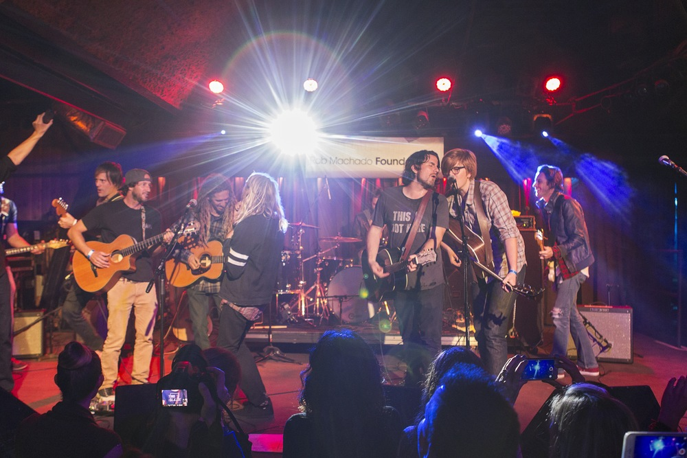 With all the artists on stage, Matt led the group through about four encores. (Photo: JP Van Swae)