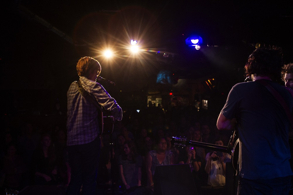 Brett Dennen captivated the crowd. (Photo: JP Van Swae)