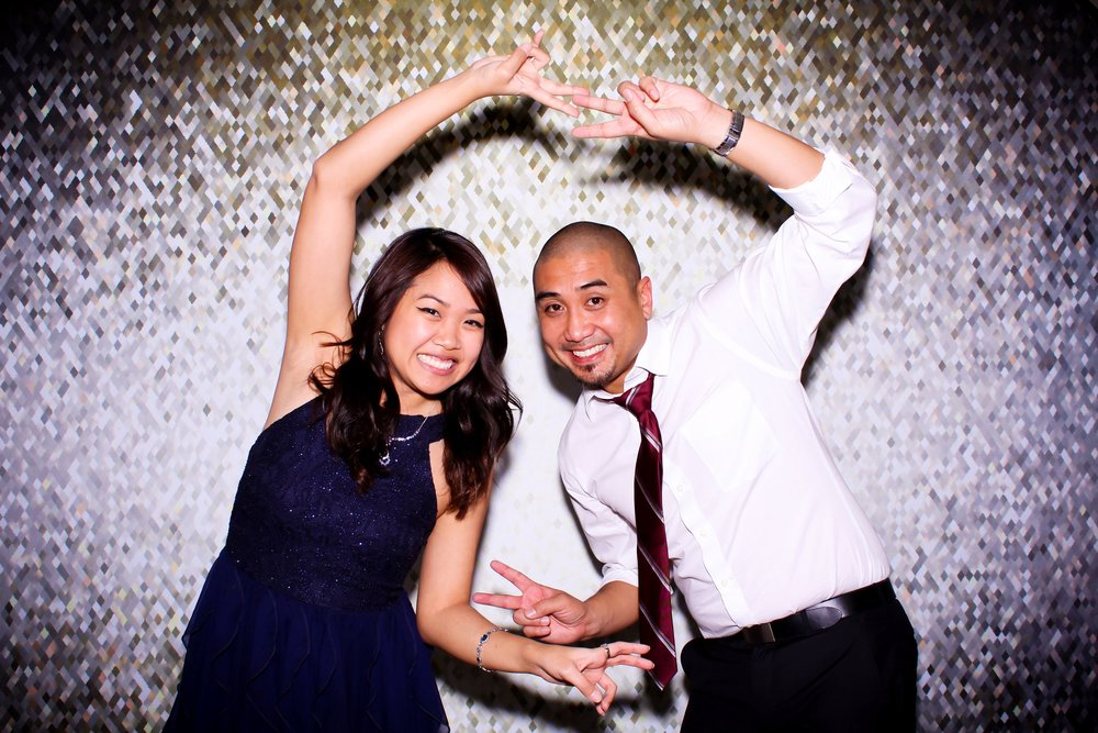 Studio Quality Photo Booth Photography  With its built-in Canon DSLR camera, our photo booth machine takes studio quality portrait and landscape photos.  Whether in dramatic black/white or vivid full-color, the photo quality is absolutely superb and will most certainly impress your guests.