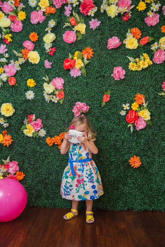 DIY Boxwood Floral Backdrop Cake amp Confetti