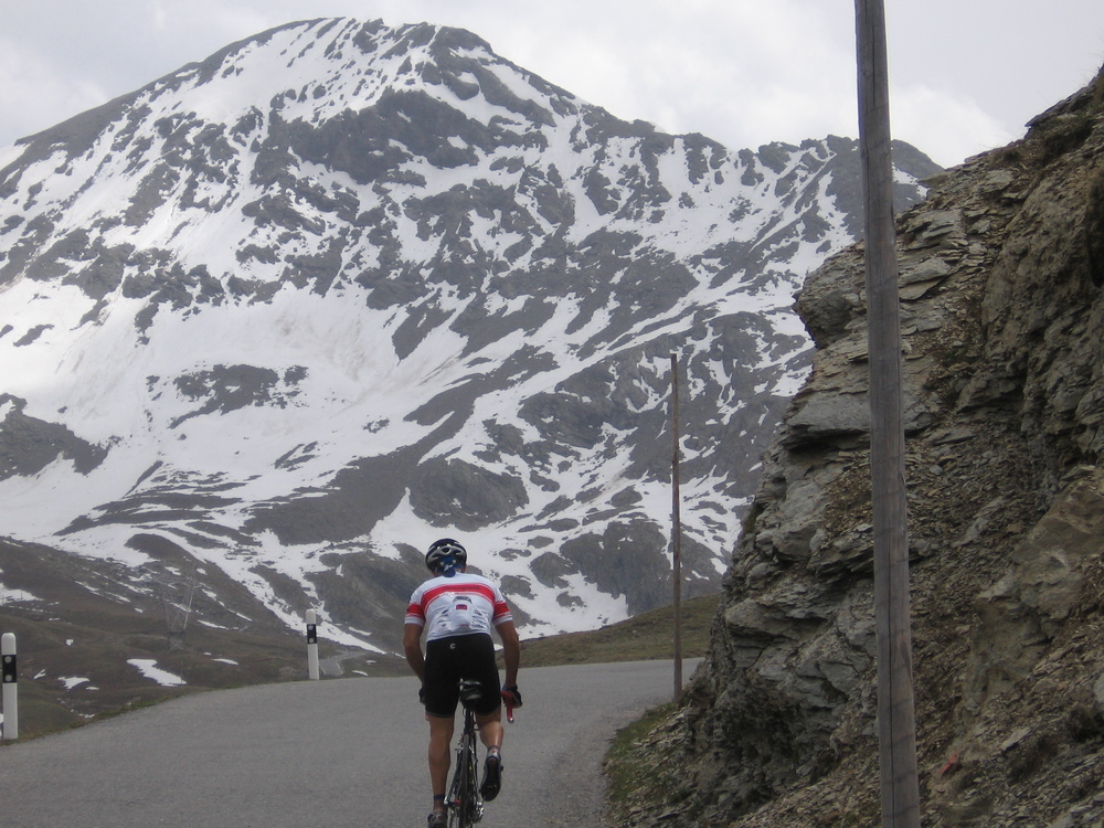 cycling on gavia pass